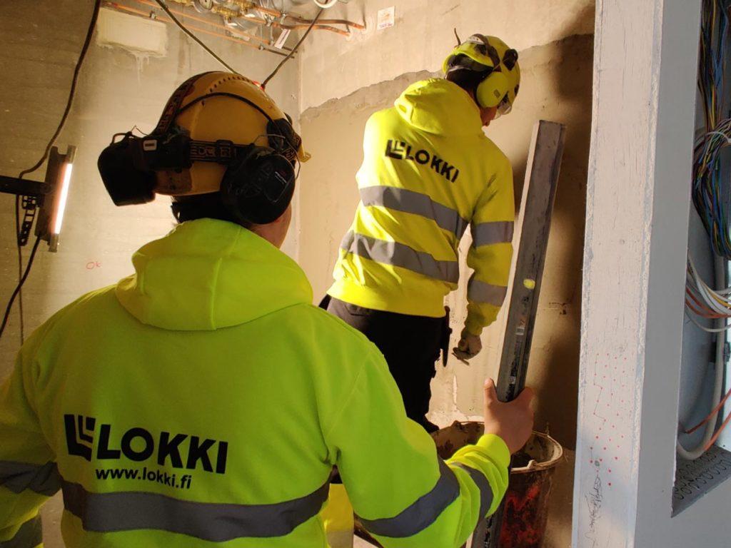 Lokin työntekijöitä rakennustyömaalla
